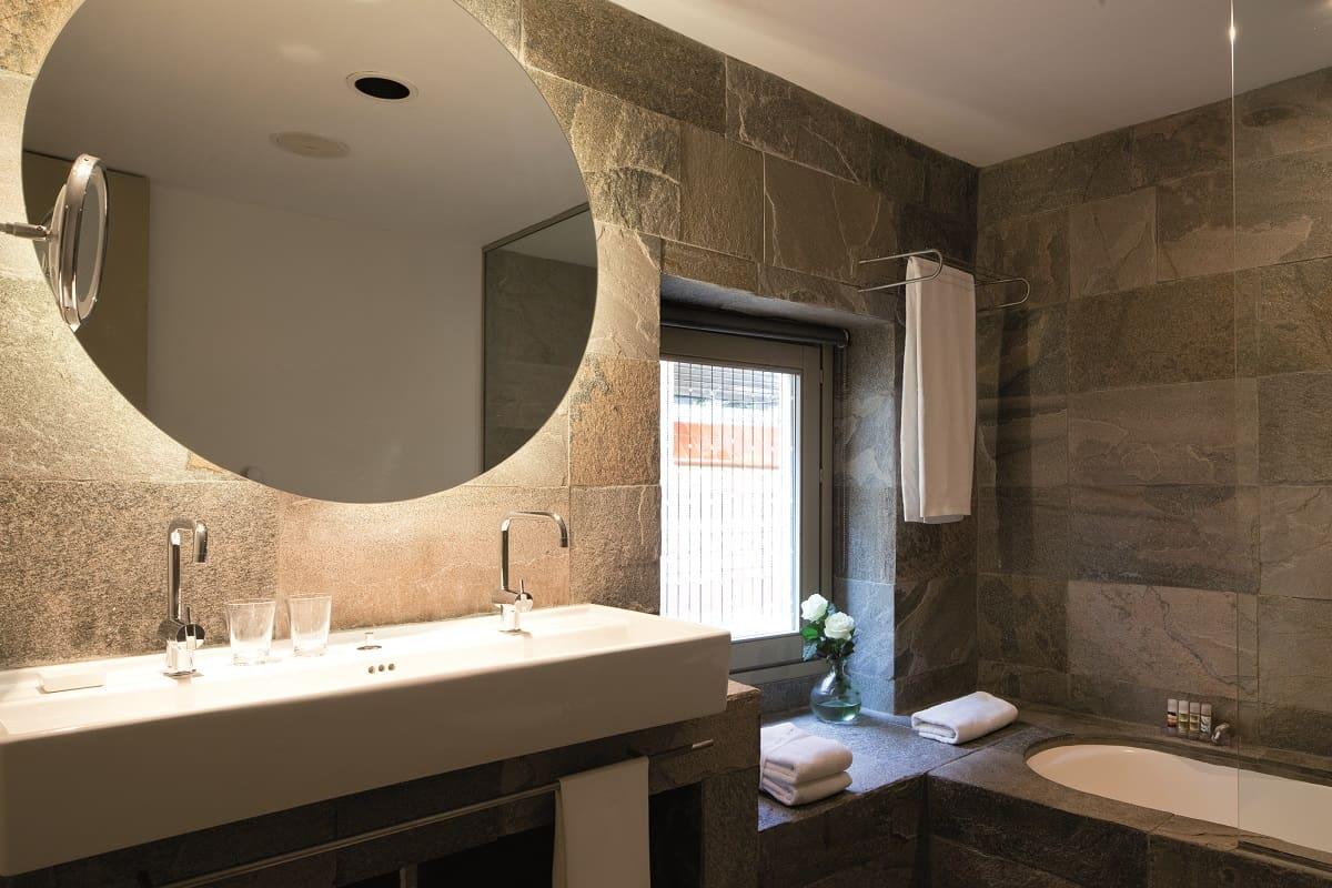 Hotel Neri Bathroom
