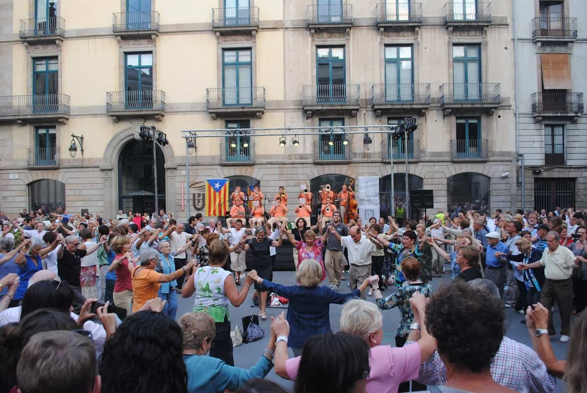 Sardana dancing at La Mercè 2013