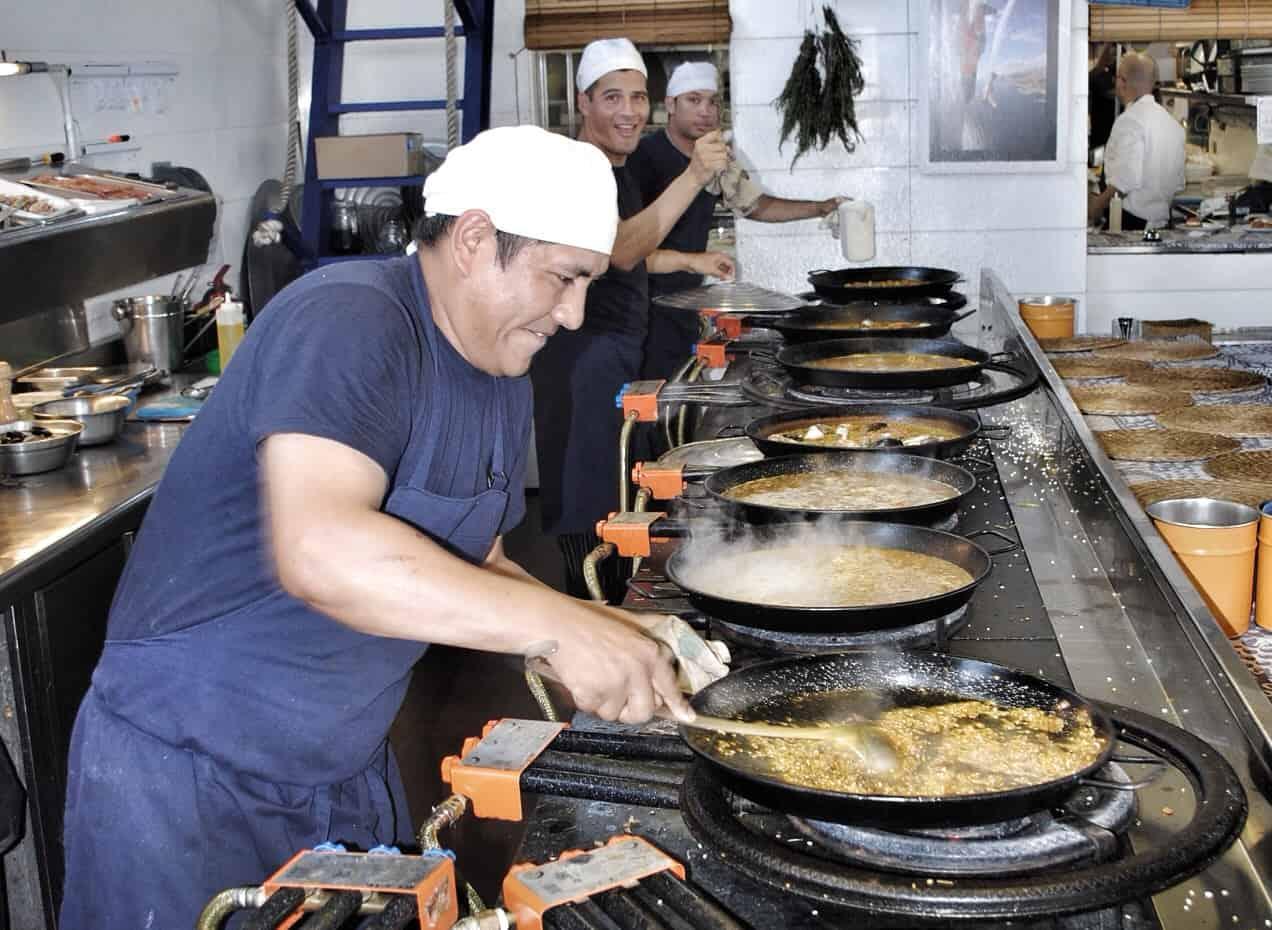 Xiringuito Escribà Paella Cooks