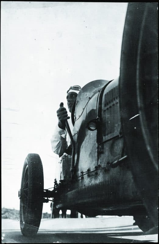 8. Gabriel Casas. Morawitz a l'interior d'un automòbil Bugatti, 2n Premi Sitges d'automobilisme. Arxiu Nacional de Catalunya