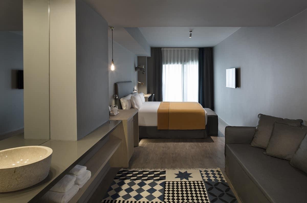 Yurbban Trafalgar Hotel Room