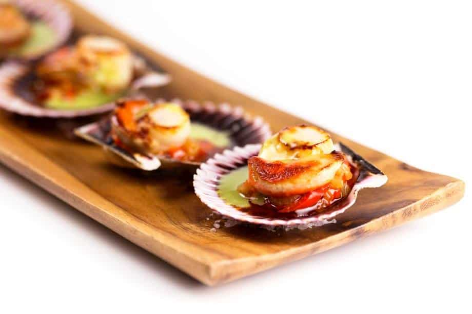 Restaurante Arume Galician baby scallops with green sauce and pisto