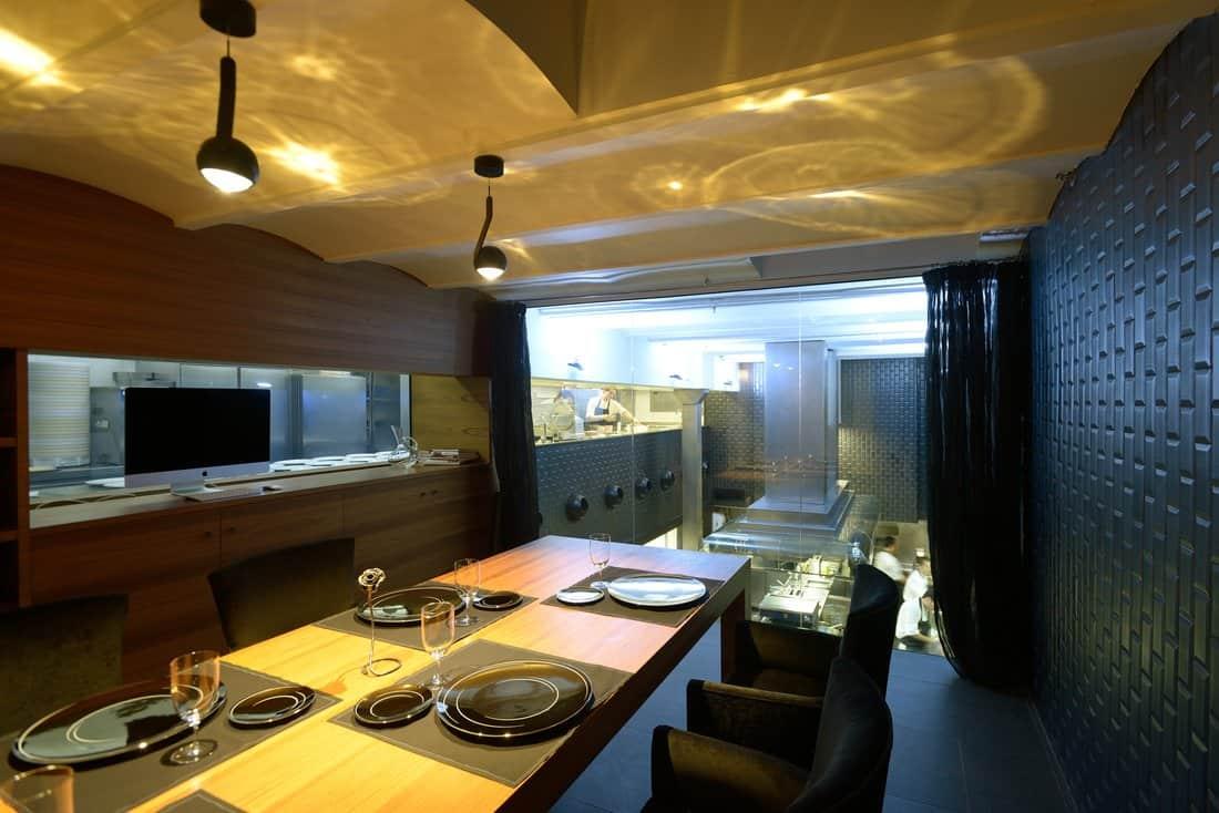 Mesa Del Chef Lasarte Restaurant