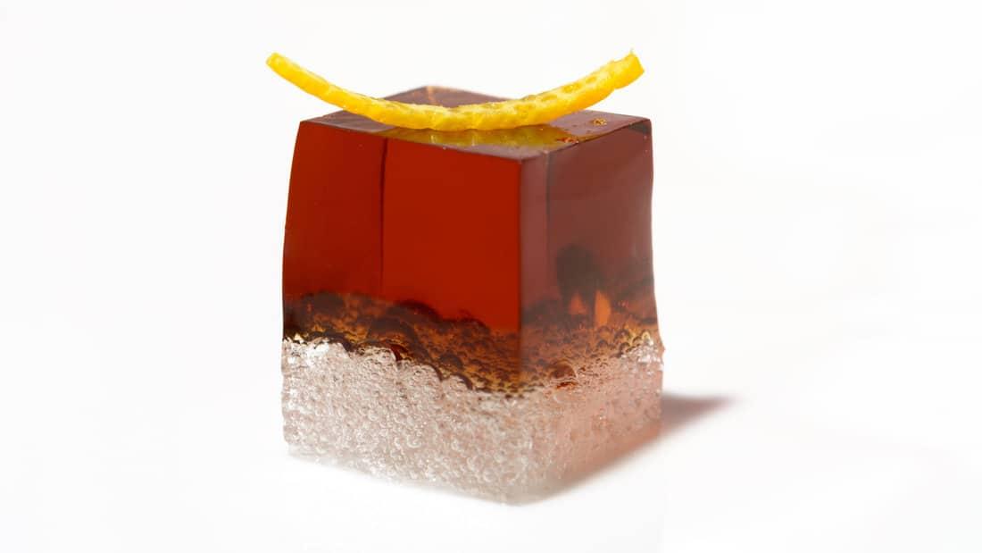 cubo de vermut yzaguirre con sifón y piel de naranja