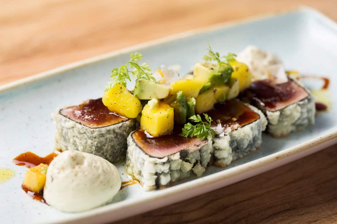 Santa Gula Restaurant: Bluefin tataki in tempura with mango, sesame and avocado salad