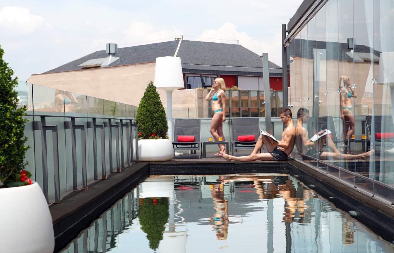 Hotel Cram Pool