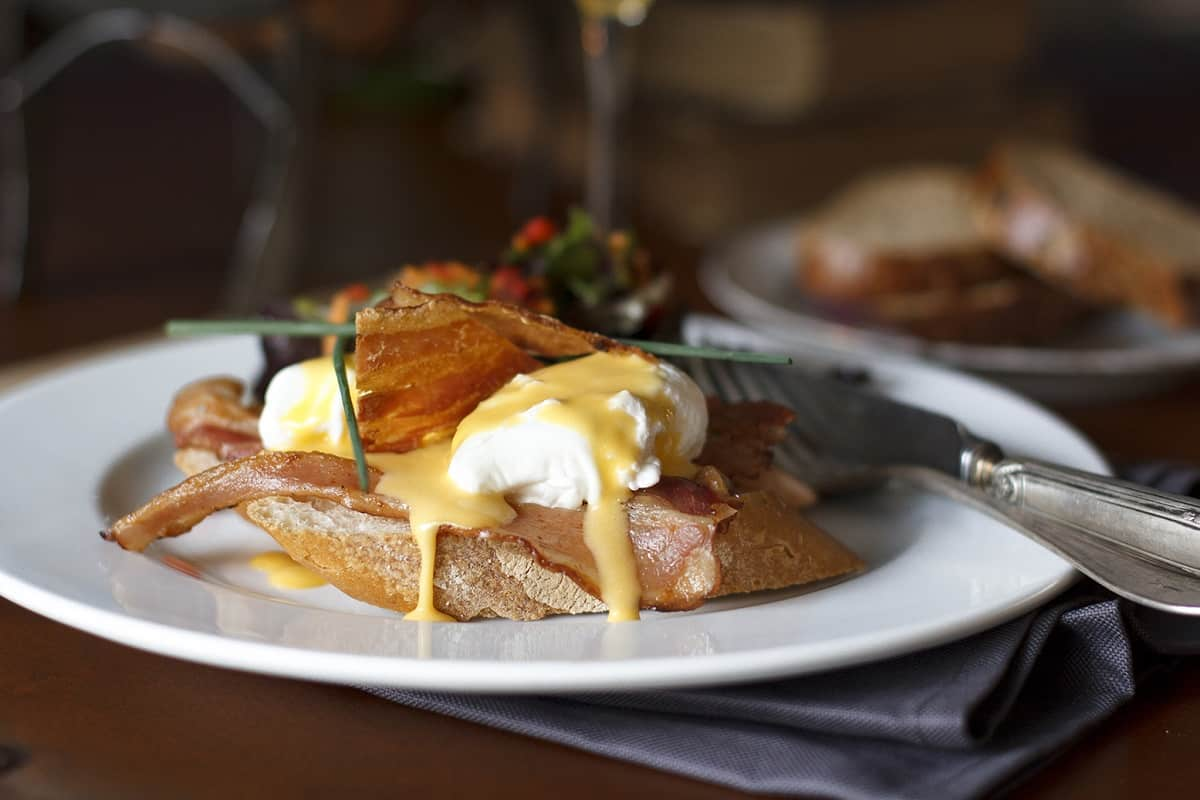 Firebug Restaurant Barcelona: Benedict (poached eggs, toasted chapata, smoked bacon and hollandaise)