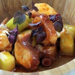 Pulpo con kimchi y pepino