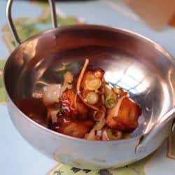 Pulpo con bambú y salsa agridulce