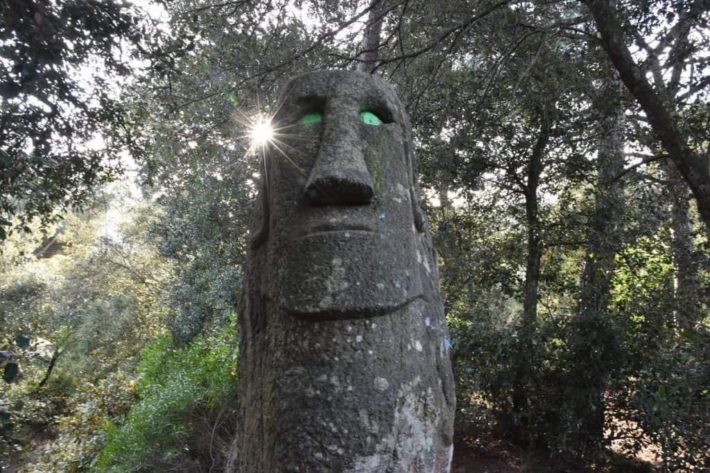 El Bosque encantado de Òrrius: Moai