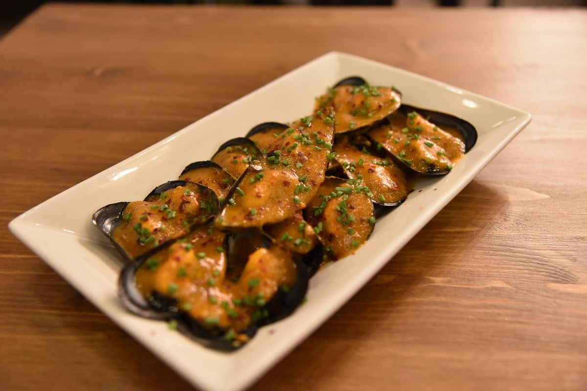"Mussels ""Trapellas"" steamed in red mojo sauce"